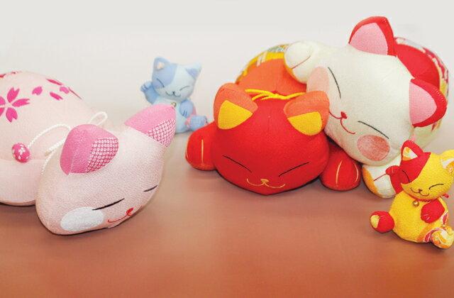 【招き猫シリーズ】ほっこりニャンコのうたた寝枕 ※複数購入でコンビニ受け取り不可