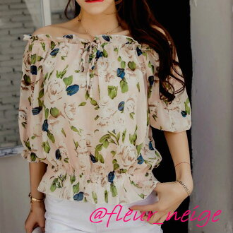 It is Lady's in the plain fabric floral design summer when the clavicle that sleeve short length short sleeves translucency is light softly charms you in ブラウスレディースオフショルオフショルダーフラワー floral design print tops tops shoulder difference chiffon browsing spring