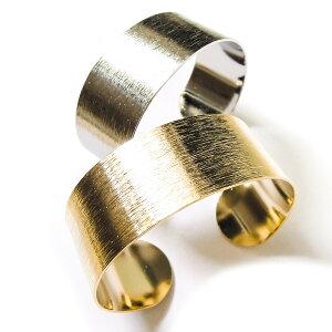 バングル レディース ブレスレット ゴールド 金 シルバー 銀 シンプル 上品 板バングル ブランド アクセサリー アクセントになる存在感でコーディネートのポイントになり、大人らし