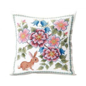 【代引き・同梱不可】 オノエ・メグミ 刺しゅうキットシリーズ 花咲く庭の小さな物語 -テーブルセンター- ブルーベリーとウサギ 1202