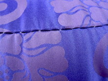 「職人仕立て」正絹僧侶用部屋座布団(緞子判)【日本製お仕立て緞子座布団緞子座ふとん正絹座布団正絹座ぶとん正絹座ふとん寺座布団本仕立て唐草濃紫ざぶとん約67×73cm中わた綿100%】