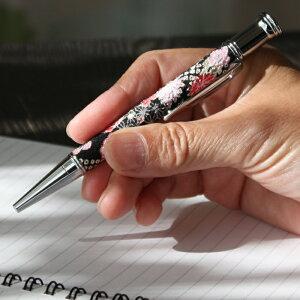 【京小物】花柄ボールペン(黒蜜) ショート 布地 黒 ブラック 回転式ペン オリジナル 高級 ボールペン 和雑貨 和小物【楽ギフ_包装選択】【楽ギフ_メッセ入力】【RCP】 10P05Dec15