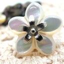 かわいい花の形の貝ボタン 釦 P-703 18mm