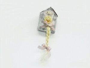 『 屋根小屋の中のラプンツェル ブローチ 』(ブロンド) nikibbit ニキビット ハンドメイド 誕生日 贈り物 女性 アクセサリー 個性的 珍しい 不気味 可愛い おもしろい プレゼント 世界 手作