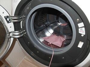 洗濯槽シリカでカラッと110番★洗濯槽に置くだけで湿気を吸湿する優れものです♪★シリカゲルが湿気&臭いを吸着♪★洗濯防止の注意ラベル付きでうっかりミスも防ぎます♪★吸湿再生サイ