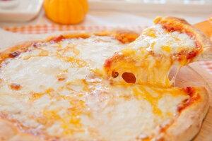 4種のチーズ 冷凍ピザ1枚22cm★当店の人気No3の4種チーズです♪★カンパーニャ地方のトマトを使った自家製のトマトソースにステッペン・モッツアレラ・チェダー・ゴーダを絶妙なバランス