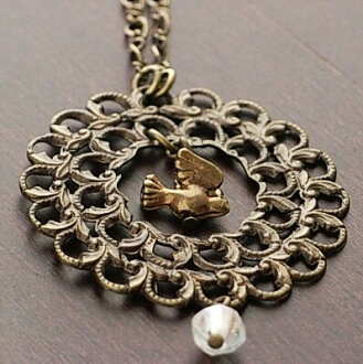 Long necklace of the small bird