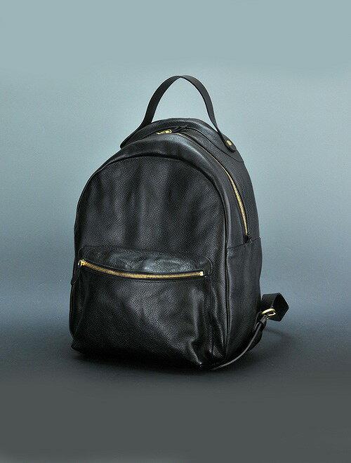 イルビゾンテ  IL BISONTE ブラック ジャケットにも似合う黒革のバックパック オールレザー製リュックサック カウハイドレザー