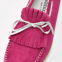 プレディビーノ[ピンク]情熱の季節を駆け抜けるパッションカラー。ラバーソールで履き心地も強化したスエードレザーモカシン、スリッポン