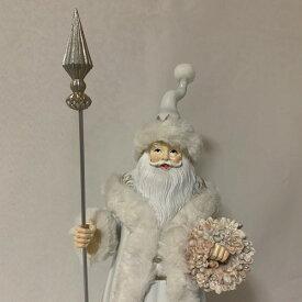 【クリスマス雑貨】ホワイトサンタオブジェ 薔薇のリースとスティックを持ったサンタクロース人形 クリスマスのインテリアに!玄関やリビング、お店のディスプレーに♪【送料無料】(北海道¥1,500/沖縄¥2,000送料別途)