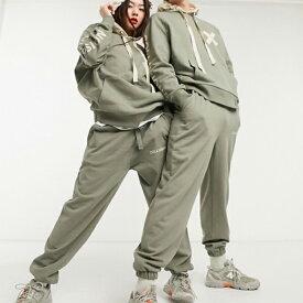 COLLUSION オリーブ グリーン ユニセックス ロゴ ジョガー スウェットパンツ ボトム メンズ 20代 30代 40代 ファッション コーディネート小さいサイズから大きいサイズまで オシャレ トレンド インポート トレンド