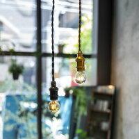エジソンバルブLEDと相性抜群。裸電球を取り付けて吊り下げるだけでおしゃれな照明に。