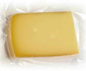 【ラクレット(100g)】スイス産チーズ6ヶ月以上熟成ならではの味と香り。トローリ溶かしてポテトやブロッコリー、パンと一緒に!! 「お手頃価格で美味しい!」とみなさまにリピートいただい