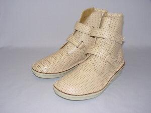 BL502(主に女性用)えこる特製牛革ハーブレザー使用。JIS規格準拠の足の骨格に合わせた形状。パンチングメッシュはXY座標を管理した完全国内縫製。柔軟性・通気性・軽量化も実現。通年履