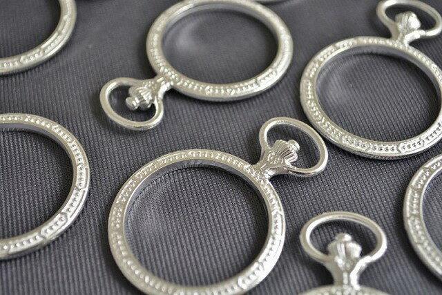 アクセサリーパーツ レジン枠 円 デザイン 古代銀 空枠 フレーム 74mm 1個
