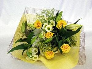 カサブランカにイエローバラを合わせた気高い花束