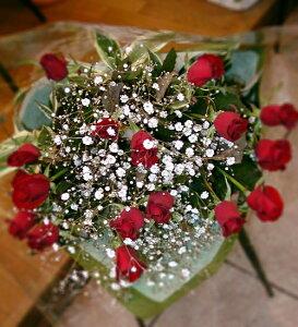 誰もが認める、赤バラとかすみ草の花束