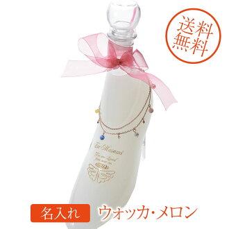 白伏特加名进入礼物玻璃的鞋甜瓜