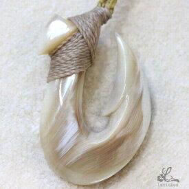 ハワイアンジュエリー フィッシュフック ネックレス シェルカービング ボーンカービング 夜光貝 ペンダント 釣り針 アーティスト作品 shell008