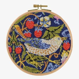 ★新発売★【DMC】 クロスステッチ 刺繍キット BL1174/77 William Morris - Strawberry Thief 『いちご泥棒』 フープキット【あす楽】