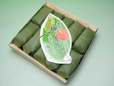 四郷 福本商店の柿の葉ずしさばと鮭 一合折