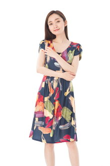 The size that フィフィーユ (FIFILLES) dress T1 T2 T3 size adult jersey whole pattern Lady's short sleeves knee length dress Cache-coeur of superior grade has a big