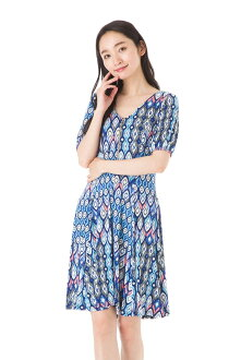 The size that フィフィーユ (FIFILLES) dress T1 T2 T3 size adult jersey whole pattern Lady's half-length sleeves knee length dress of superior grade has a big