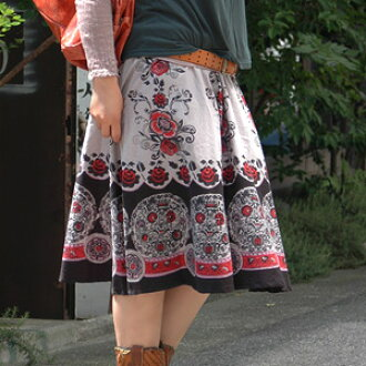 The flare skirt that the classical clothing is possible! Even if the print of the rose motif takes it; beautiful ◆ Rose cracker circular skirt