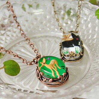 Eyes are necklace ◆ Livred' images pendants of Bambi and the rabbit of nailing it for world ♪ ぷっくりとした design of the totally small fairy tale and antique decoration