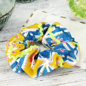 The flower print reminiscent of resorts such as scrunchies daikanyama Kali collection brand original! From healthy naminami tape of fluorescent yellow accents to glamorous hairstyles always ◆ Curly Collection: chouchou [blue x yellow flower]