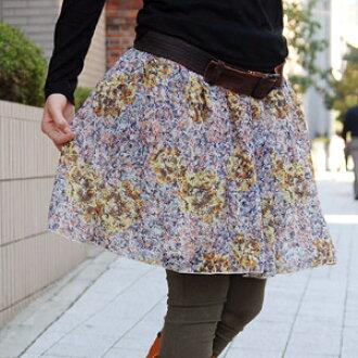 優雅さを兼ね備えた大輪のバラをモチーフに上品な色彩で描かれたふんわりシフォンの腹巻きスカートが「ズーティー」より新登場♪ウエスト部分の太めリブがお腹をすっぽり包んでくれる着丈調節も可能な万能スカート◆zootie:エアリーはらまきスカート[スプレーローズ]