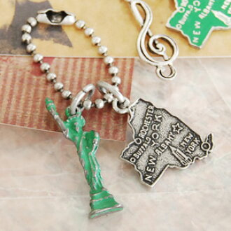 Small key charm with a pretty lady liberty to represent New York State of the United States or guitar or clef motif. An antique ambiance is lovely. ◆ Jitta ( jitter ): スーベニールアンティークキー holder [New York]