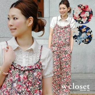 So gorgeous feminine can dress the all-in-one well! Whole pattern overall combinaison ◆ w closet (double closet) using the small floral design satin cloth overturning the image of salopette pants: Flower mat satin camisole all-in-one