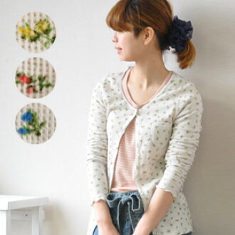 The light cardigan that a thing necessary for the turning point of the season does not come. Cut-and-sew-like compact haori and long sleeves raising on ♪ coordinates in the small floral design that is delicate to thin thermal cloth directing a natural, t