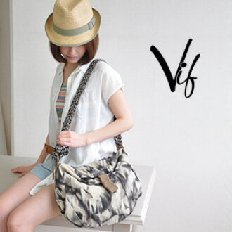 The novel design which lets the whole create gaiety like accessories. At the mouth buckling up large bag / bias that is recommended for the commuting attending school that magazine and A4 file are delivered to / slant credit ◆ Vif (Biff): Mist marble jut