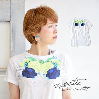 A simple short-sleeved shirt printed on the chest of good color big flower. Kazuko thigh over dressed in a standard silhouette Inn, long length easy to use easy to use! And ladies Tee and floral ◆ Zootie ( ズーティー ): デコルテシャンディフラワー print t-shirt