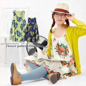 The tank one piece of a flower print appearing in one side. A-line silhouette Lady's size floral design タンクトップチュニックチュニックワンピフワーナ OP supermarket sale ◆ フワーナフラワーノースリーブワンピース opening towards a hem gently