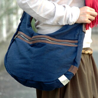 The slightly bigger pochette that I eat it, and the slant cliff which a feeling has a cute is made of the cotton! Two accent color is the 2WAY cotton shoulder bags of the point! ◆two line cotton shoulder