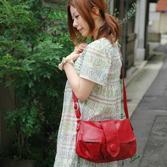 1,658 are sold out! The convenient casual bag ◆ marble chocolate button shoulder bag which is good to the coordinates that how is the shoulder cliff because the diagonal cliff is simple with OK ♪ まぁるい button とくたっとした fake leather