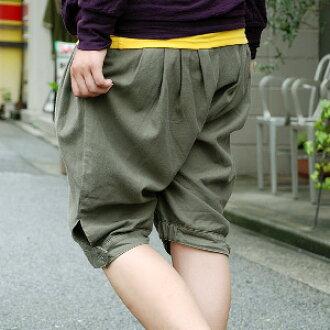 フランス軽歩兵のパンツを元にデザインされた個性派シルエットのズアーブパンツ!ゆったりとした腰回りが体型カバーをしてくれるだけでなくすぼんだ裾は足のラインをキレイに見せてくれる優秀ハーフパンツ♪◆Petica:カジュアルズアーブハーフパンツ