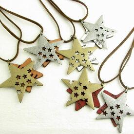 ネックレス 革とメタルのふたつの星レザーネックレススタープレート レザーペンダント KN32044