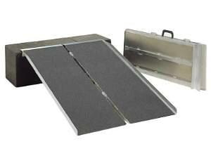 イーストアイ ポータブルスロープ2折式タイプ 90cm F00811 PVS090