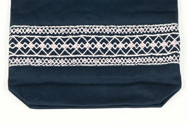 【手刺繍スモッキング】【ローズ】紺色布製 :巾着バッグ【シューズケースやお着替え入れに人気!】【お受験バッグの●エレガンテ・ポポ】