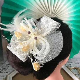 髪飾り 羽フェザー ベージュ ヘッドドレス ヘアアクセサリー ダンス 衣装 ヘア飾り コサージュ 社交ダンス 衣装 フェザー 花付き