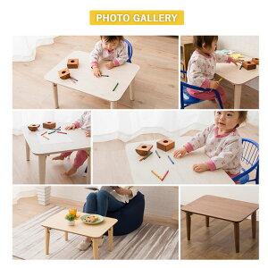 折りたためばソファー下にも収納可能。使わないときは折りたたむ。コンパクトに収納できるテーブルは、なにかと便利。