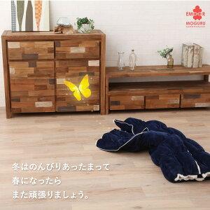 エムモグ使用風景。布団としても、ひざ掛けとしても使える。