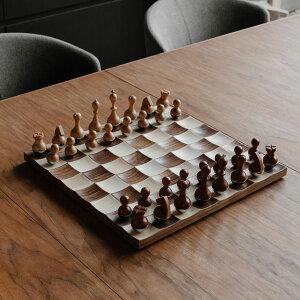 Umbra (アンブラ) ウォブル チェスセット ウォルナット / インテリア チェス ゲーム ボードゲーム 対戦 木製