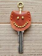 CROSSED ARROWS (クロッシード アローズ)ニコちゃん ピースマーク ゴールド スタッズ メンズ キーホルダー キーキャップ  茶色 牛革 本革  日本製 ハンドメイト