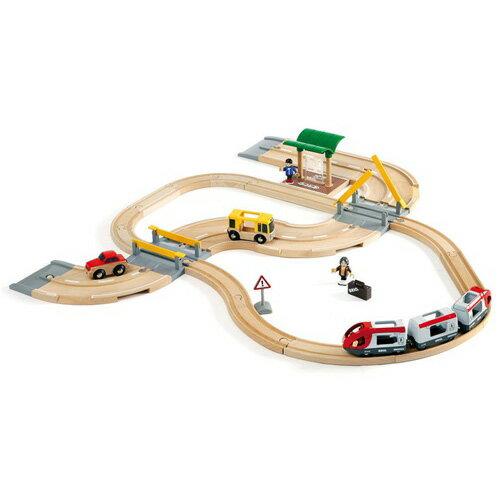 BRIO ブリオ レールウェイセット レール&ロードトラベルセット〜BRIOの大人気玩具・木製レールセットシリーズ!旅客列車がモチーフのレールウェイセット。ロードパーツ(道路)も付属しています!33ピース。