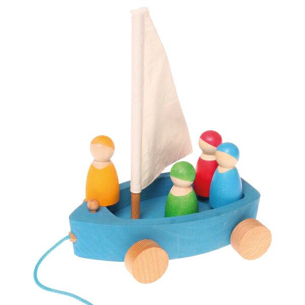 Grimm's Spiel & Holz Design グリムス社 おでかけヨット〜シュタイナー教育に基づくドイツ・グリムス社のヨットの形の木製プルトイ/引き車。ごっこ遊びをしても楽しいですね。